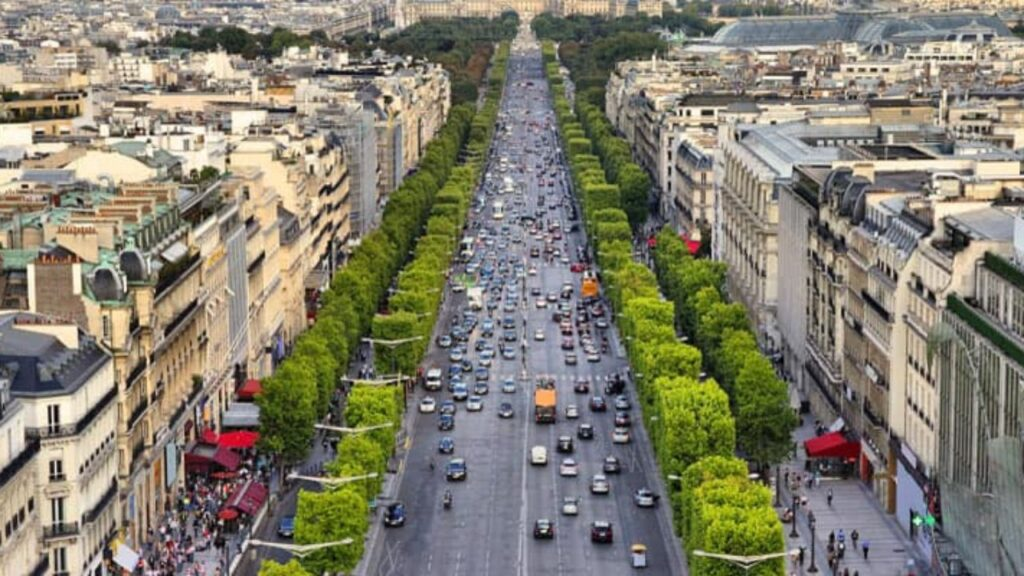 Do not miss these 5 things in Champs Elysees