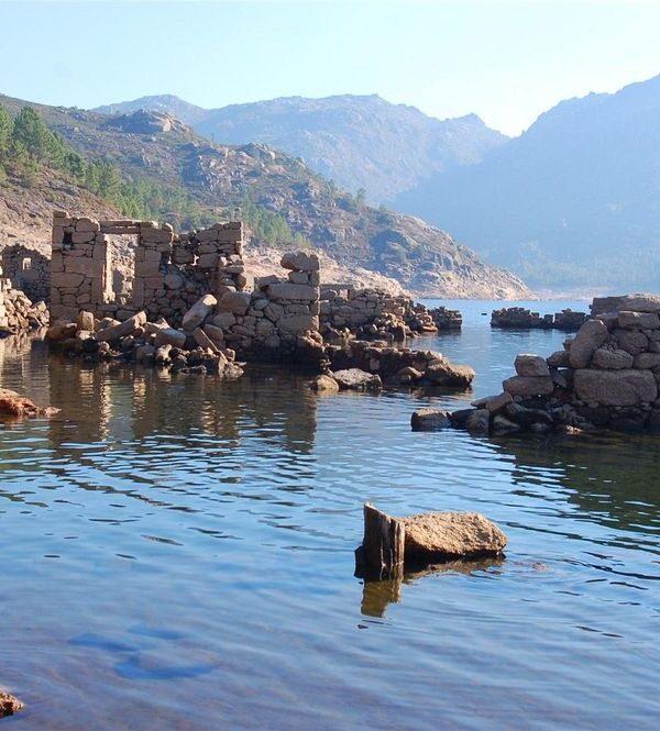 Vilarinho da Furna : Ancient city rising from the water